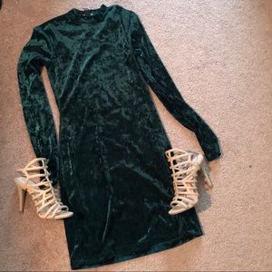 Forever 21 | Green Velvet Long Sleeve Dress